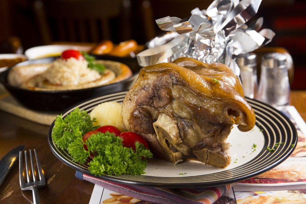 Erdinger Weiss Beer Pork Knuckle with Sauerkraut and Mashed Potatoes_Erdinger白小麥啤酒燴鹹贈手配酸菜及薯蓉 ($178)